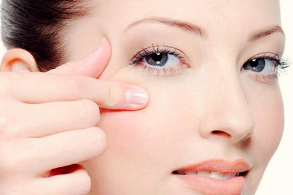 Лазерная шлифовка CO2 вокруг глаз: особенности процедуры