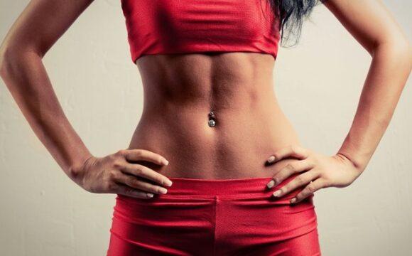 Убрать жир с живота и боков с помощью операции